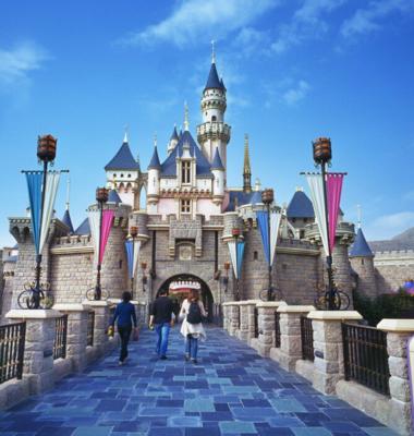 上海迪士尼开园遭吐槽:漫长排队等问题引游客不满